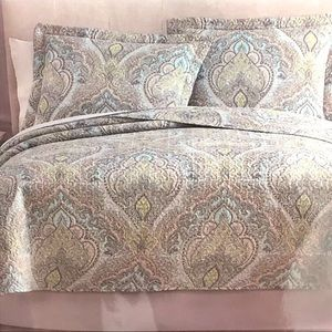 Other - BNWT Full/ Queen 3 pieces Quilt
